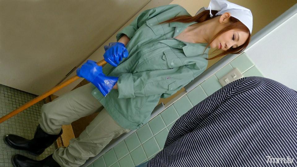 [061021_488]働く地方のお母さん ~チンポも綺麗にしてくれる掃除婦~